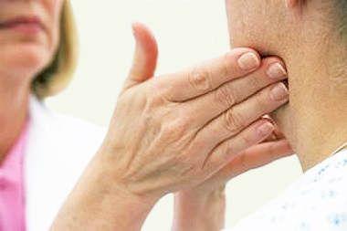Чому болять лімфовузли на шиї і як їх лікувати?
