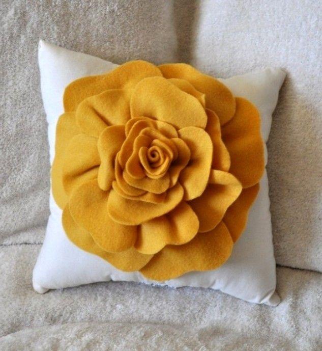 Подушки-квіти: ромашки, маки і троянди