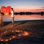 На березі водойми можна відпустити в небо ліхтарик