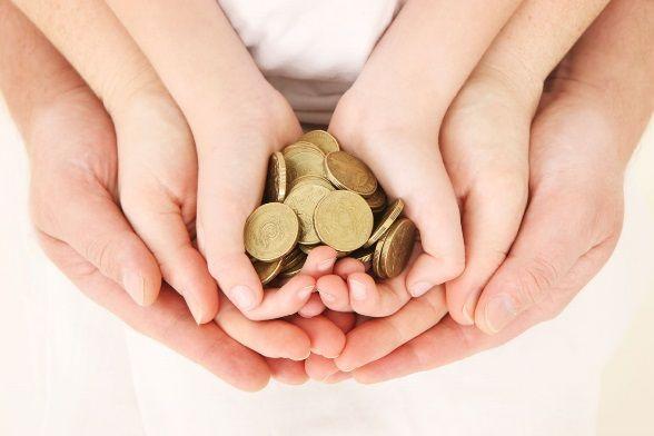 Скільки грошей давати дитині на кишенькові витрати