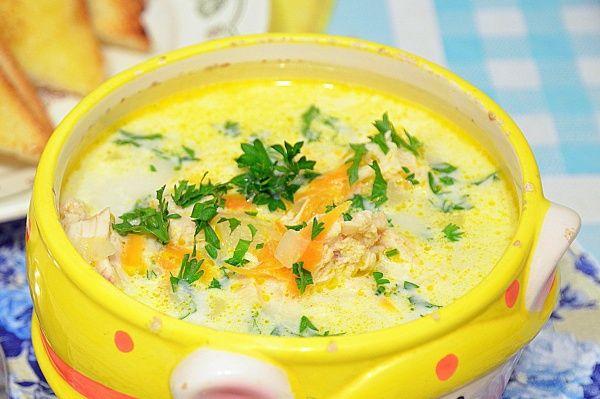 Сирний суп з куркою і грибами