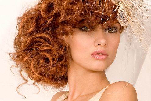 зачіска на кучеряве волосся
