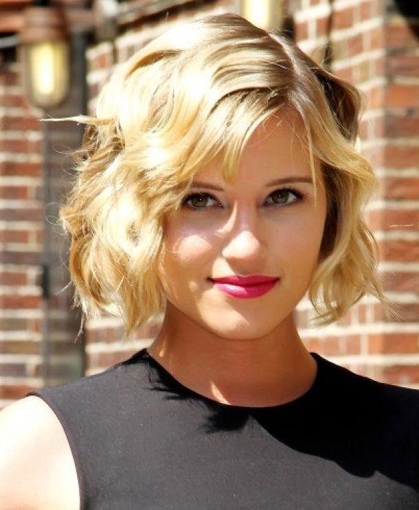 Жіночі зачіски на середні волосся